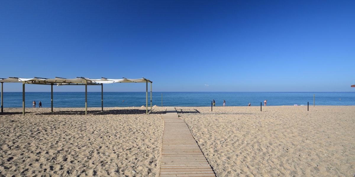 Пляж Голубая волна